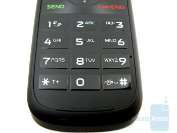 The circular d-pad and the numeric keypad of the Motorola Entice W766 - Motorola Entice W766 Review
