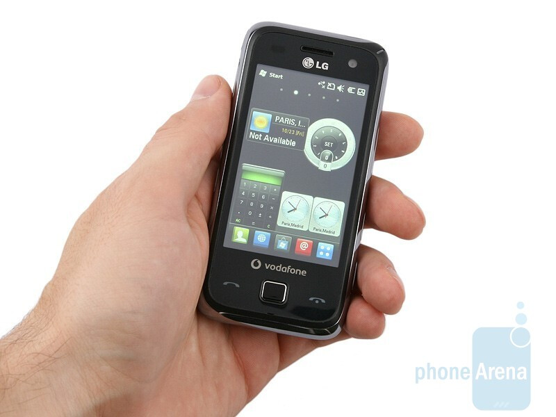 The body of the LG GM750 feels pleasingly solid in your hand,despite the fact it´s made of plastic. - LG GM750 Preview