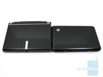 The Gateway LT2016U (left) is not as light and compact as the HP Mini 1151NR (right) - Gateway LT2016U Netbook Review
