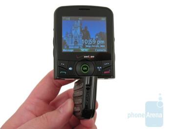 The Verizon Wireless Razzle has a unique 180 degree rotating bottom - Verizon Wireless Razzle Review