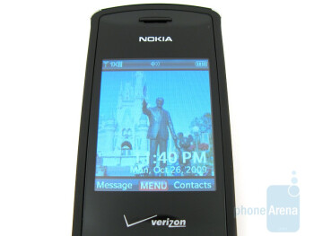 The internal display, the d-pad and the numeric pad of the Nokia 2705 Shade - Nokia 2705 Shade Review