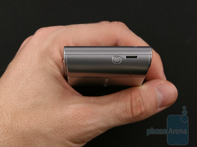Sony Ericsson Satio is by no means a compact cell phone - Sony Ericsson Satio Review