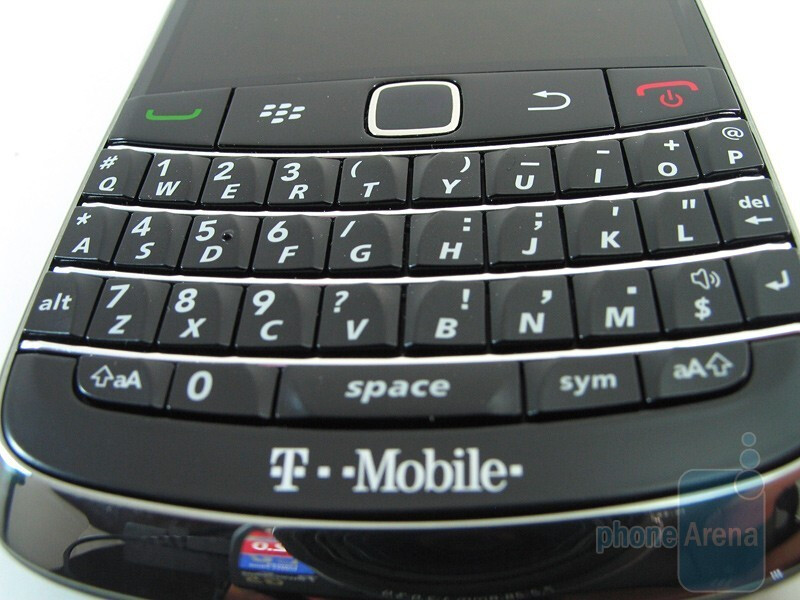 The QWERTY keyboard and the trackpad - RIM BlackBerry Bold 9700 Review