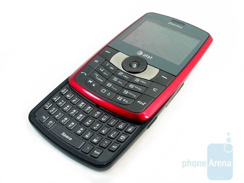 The numeric keypad and the QWERTY keyboard - Pantech Reveal C790 Review