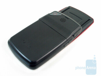 The sides and the back of the Pantech Reveal C790 - Pantech Reveal C790 Review