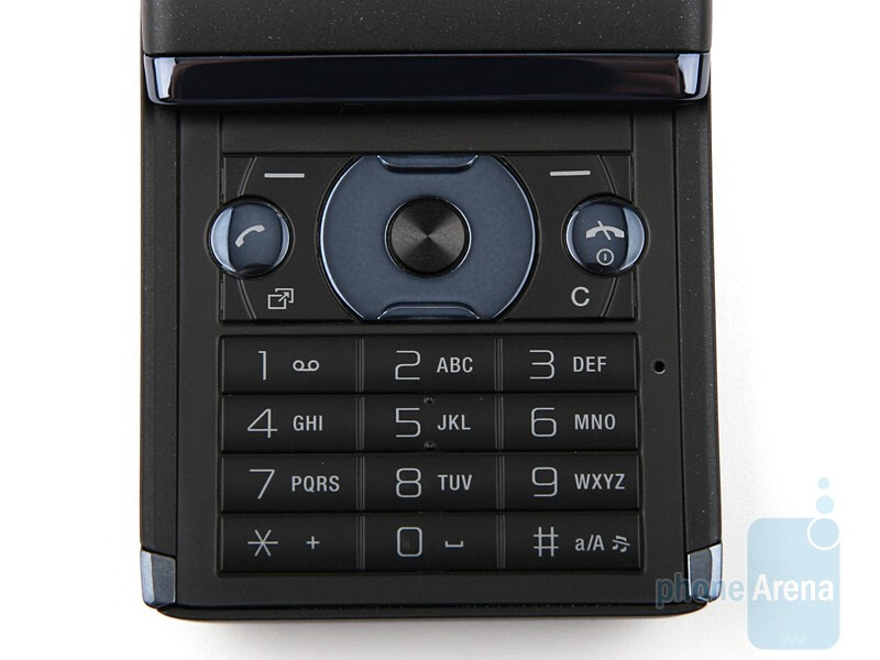 The 3-inch display and the buttons under it - Sony Ericsson Aino Review