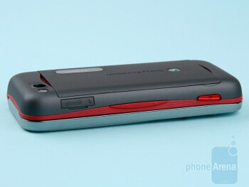 The camera shutter is on the right side - Sony Ericsson Yari Review