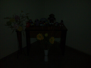 Darkness - Indoor photos with flash set to auto - Sony Ericsson Yari Review