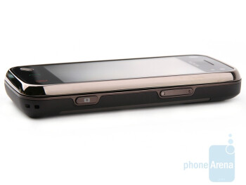 The sides of the N97 mini - Nokia N97 mini Review
