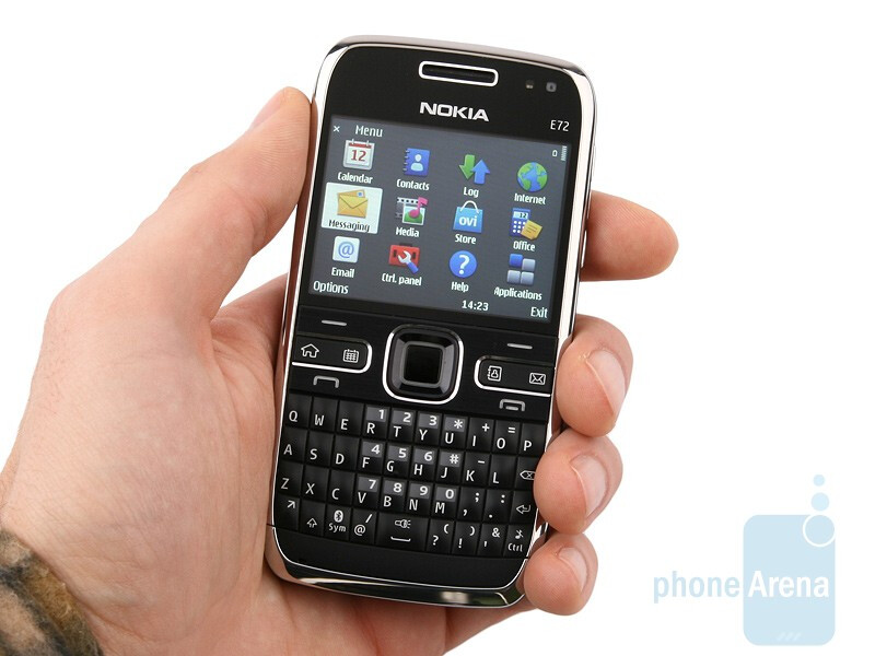 One of the qualities of the Nokia E72 is its dainty design - Nokia E72 Review