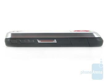 Left side - Motorola Debut i856 Review