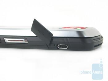 microUSB charging port - Motorola Debut i856 Review