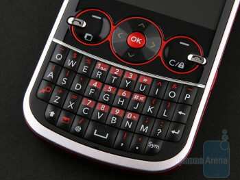 The QWERTY keyboard - LG GW300 Review