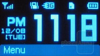 External OLED display - Pantech Impact P7000 Review