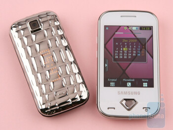 Samsung Diva folder S5150 - left next to Samsung Diva S7070 - right - Samsung Diva S7070 and Diva folder S5150 preview