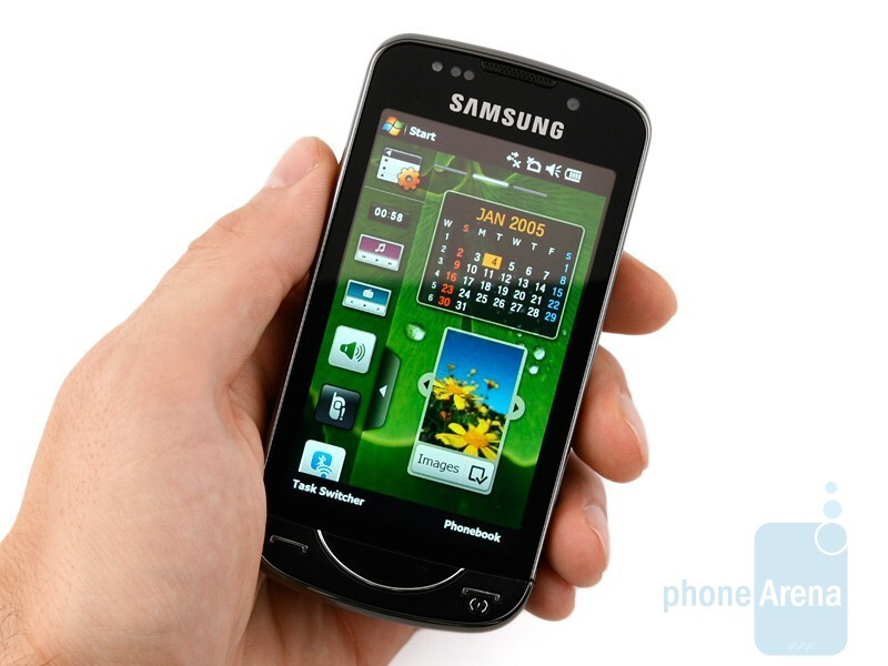 The Samsung OmniaPRO B7610 looks quite dainty and shiny - Samsung OmniaPRO B7610 Review