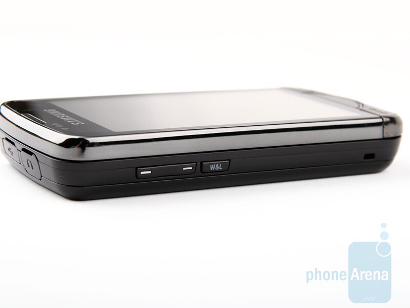 Left and right sides of the Samsung OmniaPRO B7610 - Samsung OmniaPRO B7610 Review