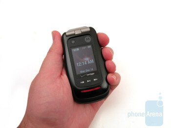 Motorola Barrage V860 - The outer displays of the trio - Casio G'zOne Rock, Motorola Barrage and Samsung Convoy: side by side