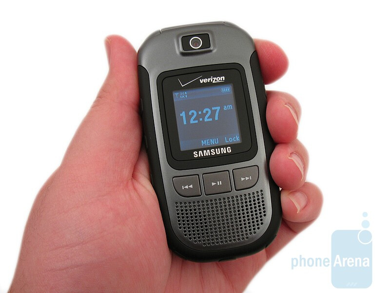 Samsung Convoy U640 - The outer displays of the trio - Casio G'zOne Rock, Motorola Barrage and Samsung Convoy: side by side