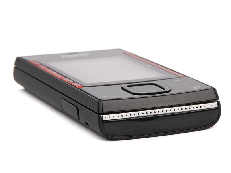The bottom - Nokia X3 Review
