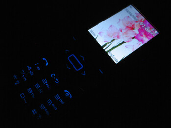 The display and the keypad - LG Shine II GD710 Review