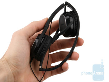 The Nokia WH-500 has an over-the-ear design - Nokia WH-500 Review