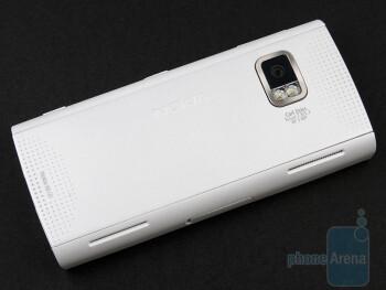 Nokia X6 features symmetrical design - Nokia X6 Review