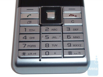The sides of the Sony Ericsson Naite - Sony Ericsson Naite Review