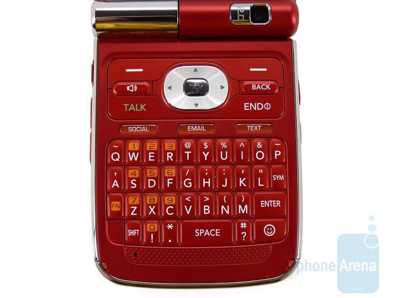 The QWERTY keyboard of the LG Lotus Elite - LG Lotus Elite Review