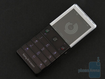 The screen is backlit and the glow allows for easy reading of what´s on screen in the dark - Sony Ericsson Xperia Pureness X5 Review