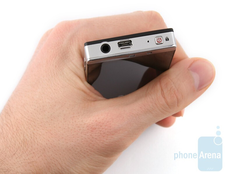 The LG Mini GD880 looks more angular than the Pop - LG Mini GD880 Preview