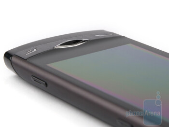 The sides of the Samsung Wave S8500 - Samsung Wave S8500 Preview