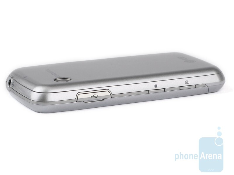 Cookie Fresh has a microUSB port - LG Cookie Fresh GS290 Preview