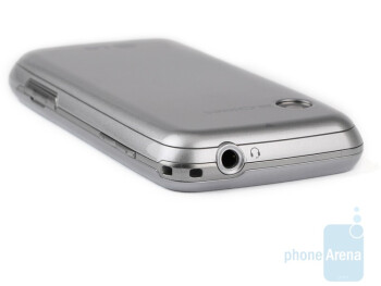 3.5mm jack is on top - LG Cookie Fresh GS290 Preview