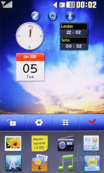 The LG Cookie Fresh GS290 has three home screen pages - LG Cookie Fresh GS290 Preview