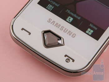 The diamond-shaped button to the front sideis a spectacular design element - Samsung Diva S7070 Review