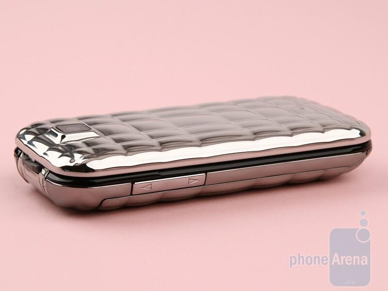The sides of the Samsung Diva folder S5150 - Samsung Diva folder S5150 Review
