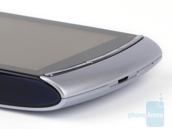 Hardware buttons above and below the display - Sony Ericsson Vivaz Review
