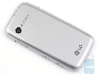 The smooth curves make the LG Cookie Fresh GS290 feel natural in the hand - LG Cookie Fresh GS290 Review