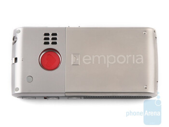 The Emporia LIFE Plus has an SOS buttonwith the symbol of a heart on it - Emporia LIFE Plus, TALK Premium and hagenuk fono e100: side by side