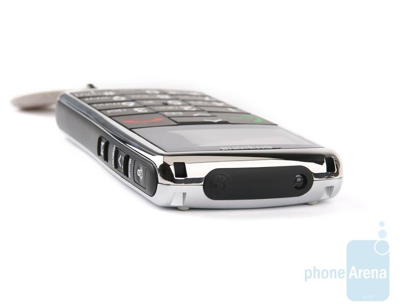 The Emporia TALK Premium - All three handsets sport a torchlight - Emporia LIFE Plus, TALK Premium and hagenuk fono e100: side by side
