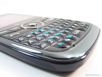 The QWERTY keyboard reminds us of the one found on the Nokia E71 - Pantech Link Review