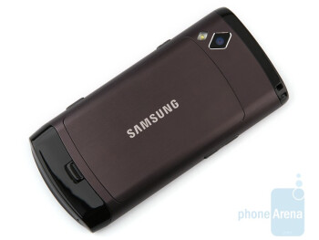The Samsung Wave S8500 sports a pretty solid metal chassis and is really thin - Samsung Wave S8500 Review
