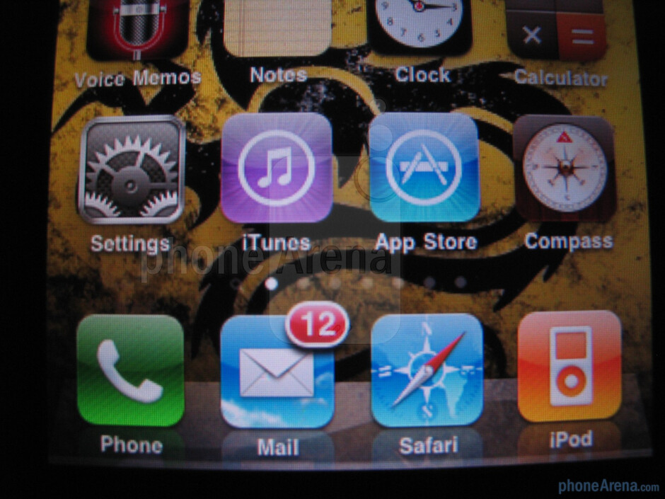 Apple iPhone 3GS - Text on the iPhone 4 was much smoother and didn't look fuzzy like on the 3GS - Apple iPhone 4 Review