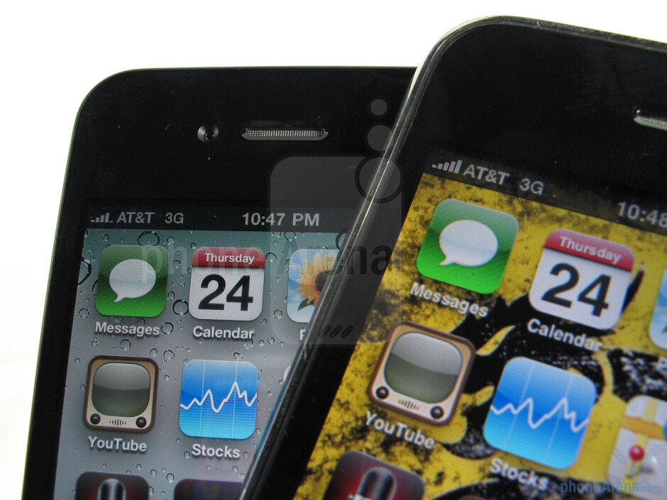 iPhone 4 (L), 3GS (R) - Text on the iPhone 4 was much smoother and didn't look fuzzy like on the 3GS - Apple iPhone 4 Review
