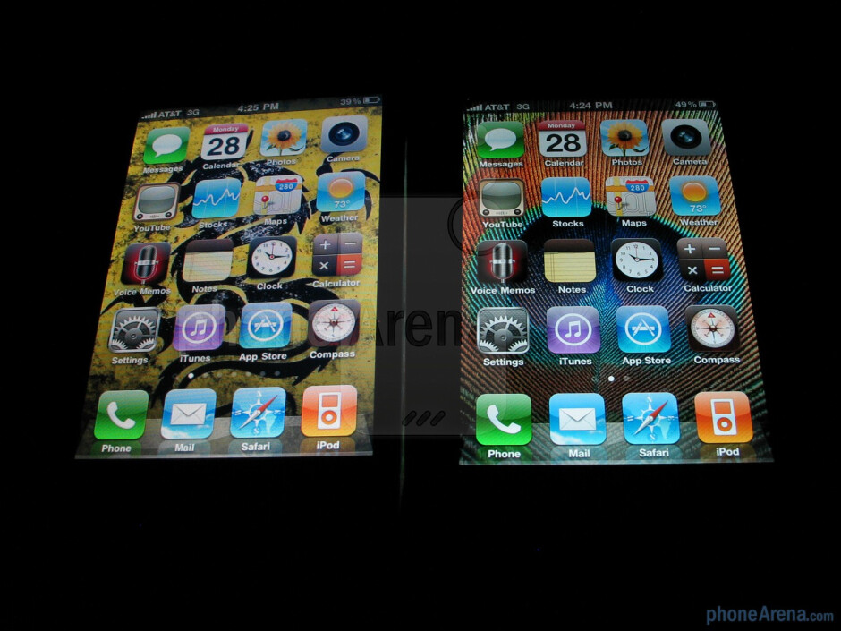 The displays of the Apple iPhone 4 (R) and the Apple iPhone 3GS (L) - Apple iPhone 4 vs. iPhone 3GS: side by side