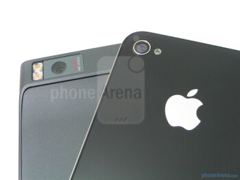 Motorola DROID X vs. Apple iPhone 4