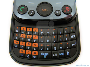 The QWERTY keyboard - Pantech Jest Review