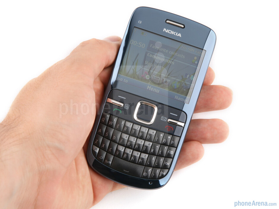 The Nokia C3 looks stylish - Nokia C3 Review