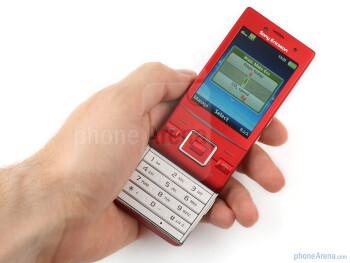 The Sony Ericsson Hazel feels sturdy enough - Sony Ericsson Hazel Review